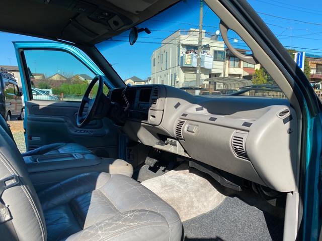 「シボレー」「シボレーサバーバン」「SUV・クロカン」「東京都」の中古車28
