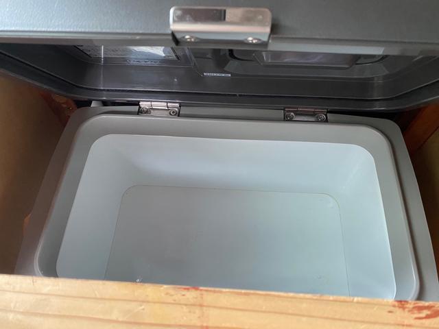 スーパーロングDX キャンピングカー仕様 冷蔵庫あります。 2段ベッド付き シンクも付いており水の利用OKです。外部電源もありバッテリー上がりの心配なしですよ♪パナソニックのナビ 全周囲カメラ オートライト ETC(23枚目)