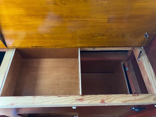 スーパーロングDX キャンピングカー仕様 冷蔵庫あります。 2段ベッド付き シンクも付いており水の利用OKです。外部電源もありバッテリー上がりの心配なしですよ♪パナソニックのナビ 全周囲カメラ オートライト ETC(24枚目)