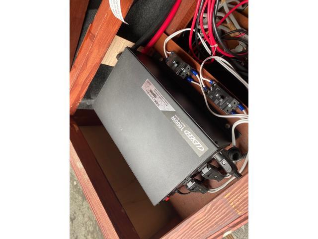 スーパーロングDX キャンピングカー仕様 冷蔵庫あります。 2段ベッド付き シンクも付いており水の利用OKです。外部電源もありバッテリー上がりの心配なしですよ♪パナソニックのナビ 全周囲カメラ オートライト ETC(29枚目)