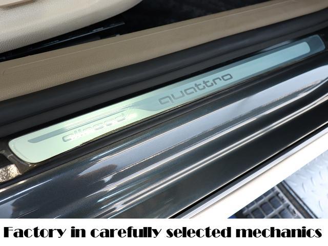 サイドステップのスカッププレートには新車時からの保護シートが付いています!前オーナー様が大切にされてきたことがわかる証です!