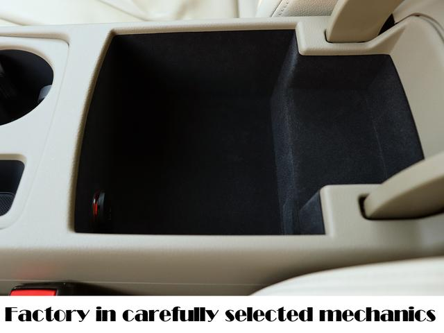 傷がつきがちなセンターコンソールBOX内も綺麗に使われてきています!タバコのカスや食べ物のカスは勿論、傷もほとんどありません!意外と傷だらけになり目立つ場所まで綺麗な状態です!