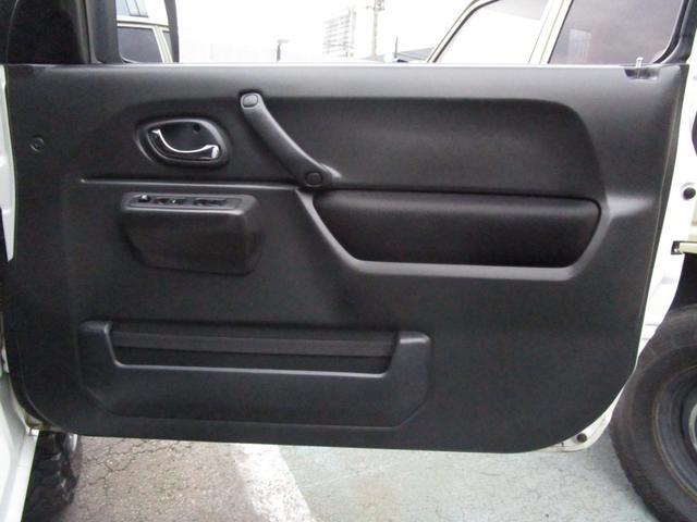 運転席内張り!特に目立つダメージも無く、キレイな状態を維持しています☆