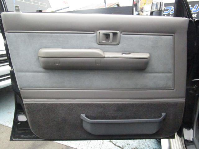 助手席内張り!こちらも運転席同様、特に目立つダメージはありません☆