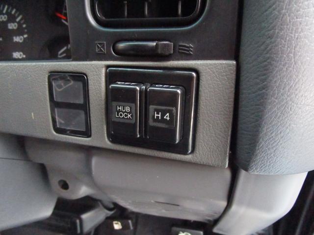 スイッチのON/OFFで2WD/4WDの切り替えが出来ます!車内に居ながら変更が可能ですよ☆