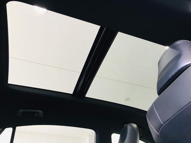 『開放感溢れるダブルサンルーフ☆車内も明るく、快適ですね』