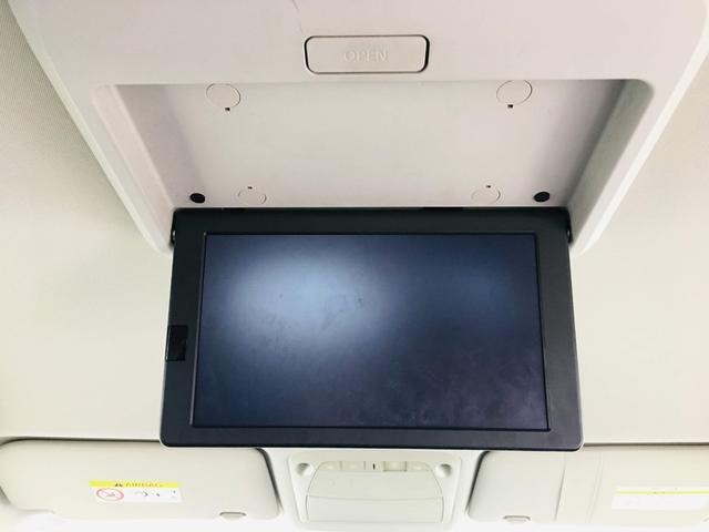天井にはフリップダウンモニターも装備されております♪お子様などロングドライブでも退屈せずに楽しくお過ごしいただけます。