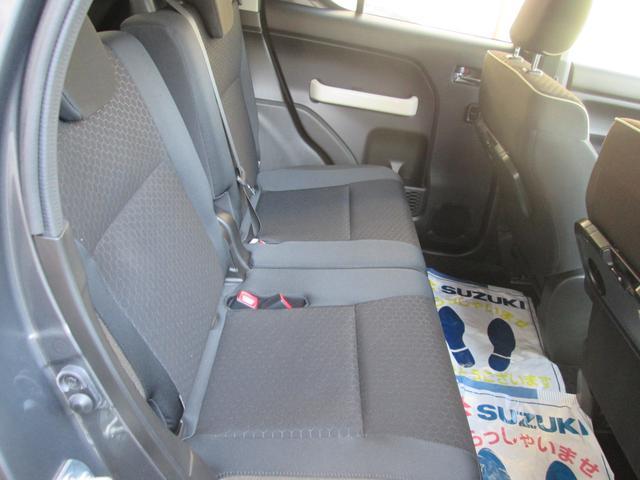 後部座席もしっかり座れます。