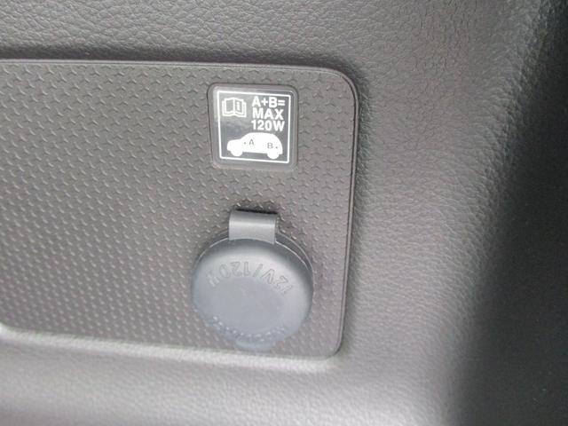 リアのラゲッジスペースにもアクセサリーソケットがあります。車中泊などで大活躍!
