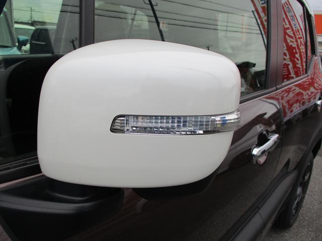 ウィンカー付きドアミラーです。二輪車からも歩行者からも視認性が高くて、安全運転に役立ちます。