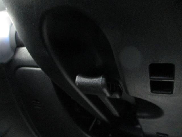 チルトステアリング機構。背が高い人も差が低い人も運戦しやすい姿勢で視界をハンドルが邪魔しません。