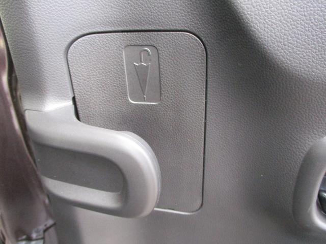 アンブレラホルダーがワゴンRのお得な装備です。傘立て装備の車です。