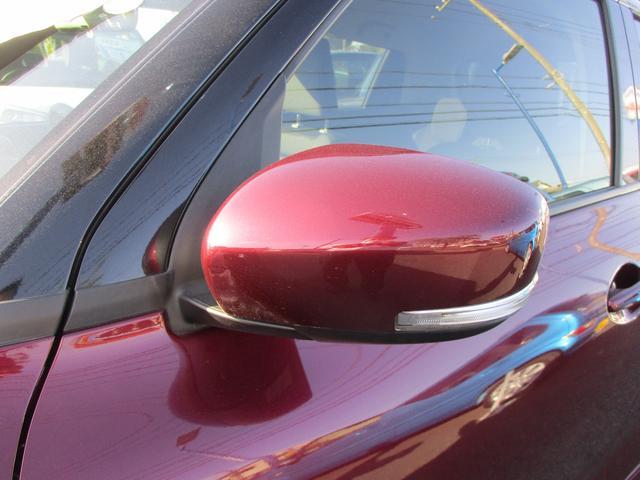 ウィンカー付きドアミラーです。かっこいいだけじゃなく、二輪車や歩行者からも目立ちやすく、安全運転に役立ちます。