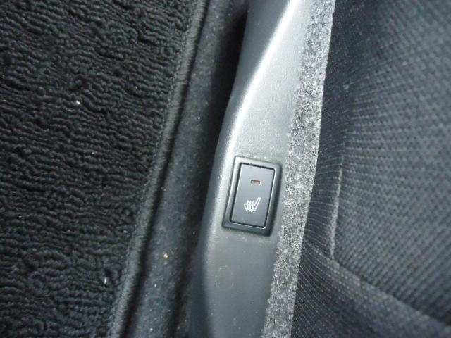 運転席シートヒーター装備です。