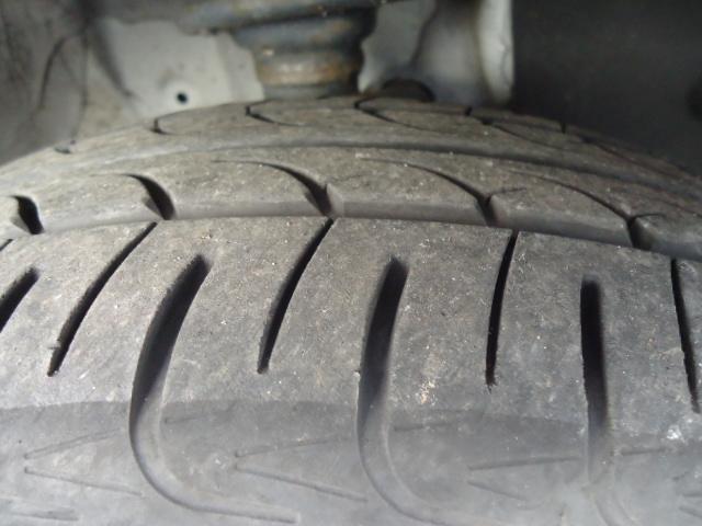 タイヤの山は充分あります。