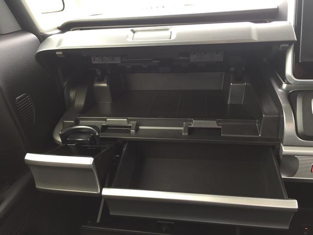キレイな内装、たっぷり収納。便利で使いやすい。さっと仕舞えてさっと取り出せるからドライブも快適です。