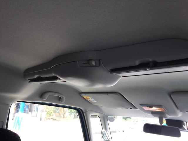 これはサーキュレーターです。車内の余りの広さにエアコンの風が行き渡らないこともありますがこれで解消です。みんな快適。