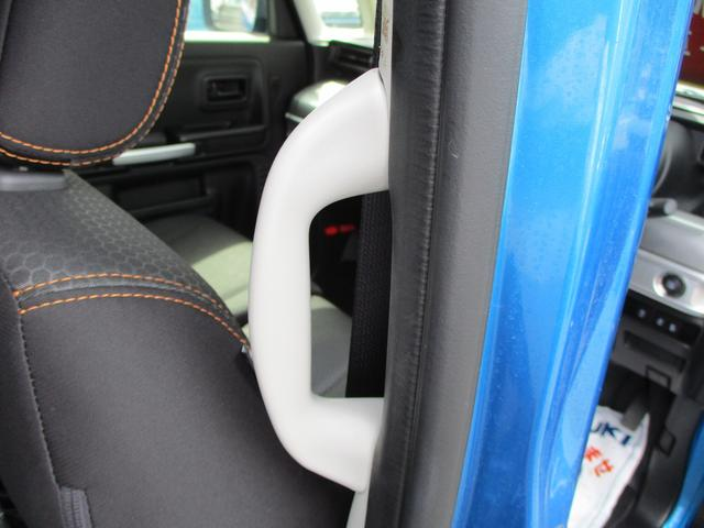 後席乗降グリップ装備です。後席の乗り降りの際はここを持って乗り降りするとすごく楽になります。