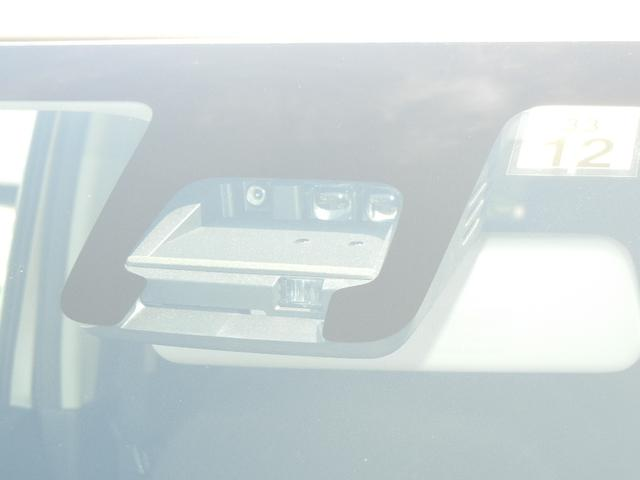 デュアルセンサーブレーキサポート 人もクルマも検知して衝突回避をサポート