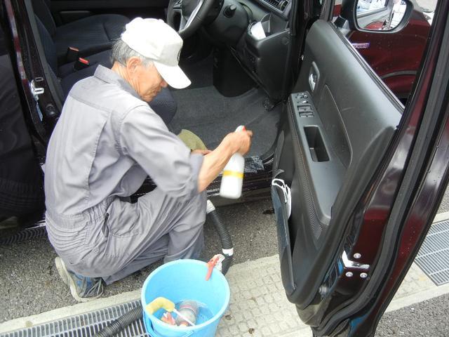 ご納車前に専門の業者によりシートやパネル等細かい部分まで丁寧にクリーニング致します