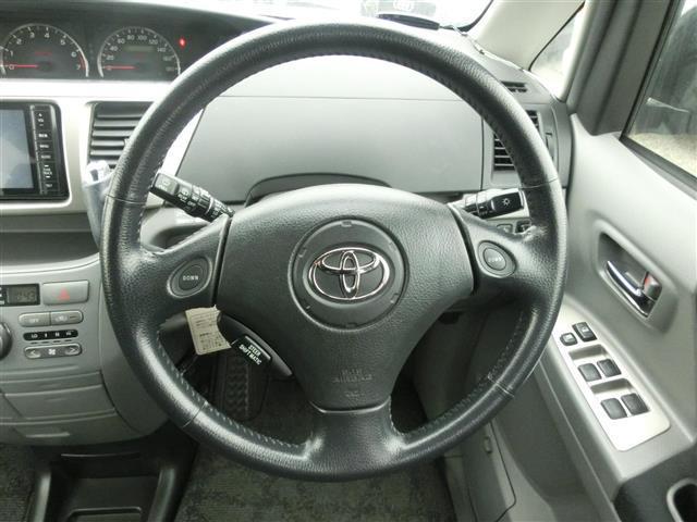 トヨタ ヴォクシー Z 4WD 両側パワスラ 後席モニターETC