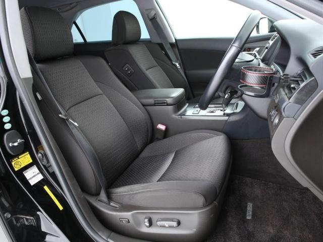 フロントシートは左右ともに電動シートとなります!多少の使用感はございますがまだまだ活躍してくれます!