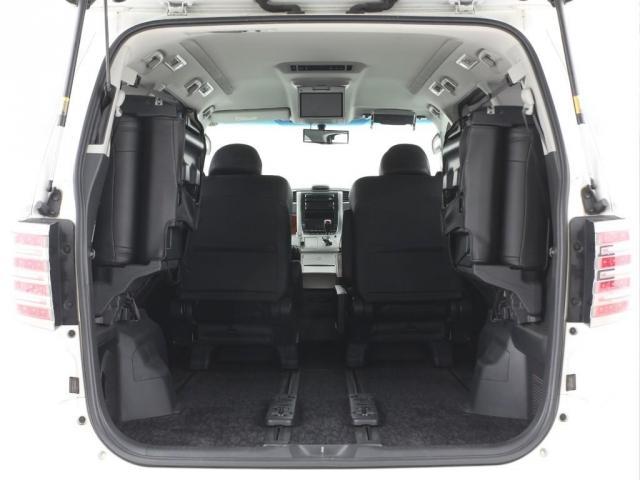 サードシートは両側跳ね上げ可能!荷物も沢たくさん積めちゃいます!