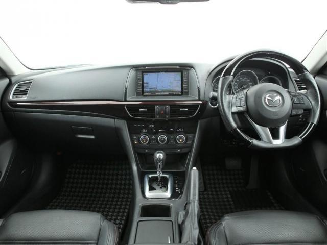 排気量は2200cc+ターボの組み合わせなので実質は2200cc以上のパワーを体感する事が可能です。肝心のエンジン音ですがトラックほどうるさい訳ではないのでご安心ください。