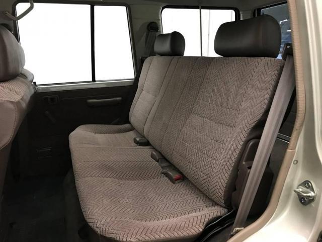 トヨタ ランドクルーザー70 LX  823001010