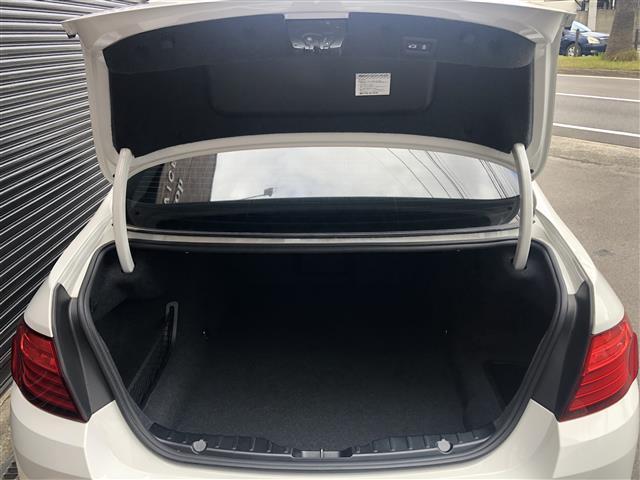 523iラグジュアリー ワンオーナー ブラックレザーシート マルチディスプレイオーディオ インテリジェントセーフティ アダプティブクルーズコントロール レーンチパーチャー クリアランスソナー スマートキー シートヒーター(42枚目)