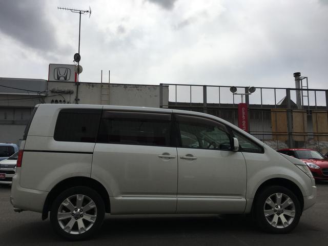 G-Premium 4WD ナビ 後席モニタ 両側パワスラ(8枚目)