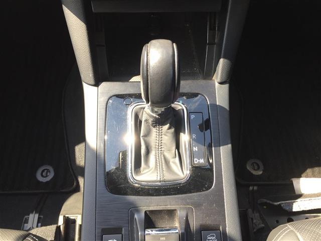 リミテッド 4WD 衝突軽減装置  革シート メモリーナビ フルセグTV バックカメラ ETC レーダークルーズコントロール パワーバックドア シートヒーター LEDヘッドライト パワーシート(6枚目)