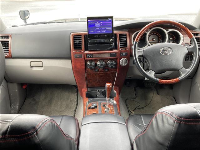 SSR-X ワンオーナー 4WD サンルーフ リフトアップ 社外20インチアルミホイール 社外HDDナビ フルセグテレビ キセノンヘッドランプ ETC(3枚目)