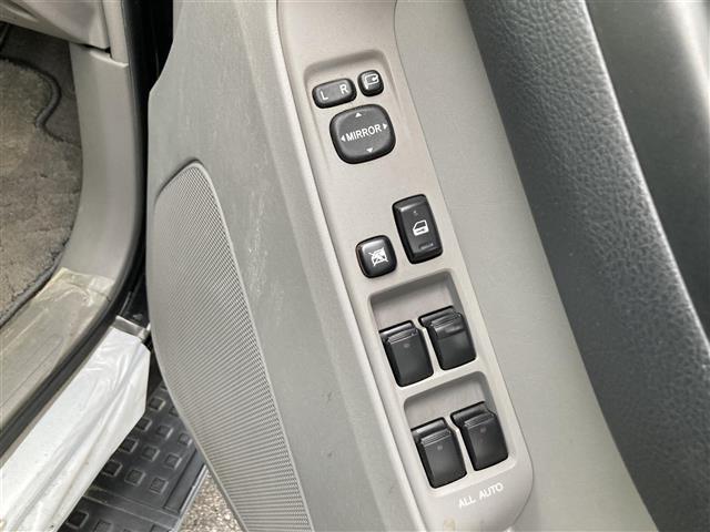 SSR-X ワンオーナー 4WD サンルーフ リフトアップ 社外20インチアルミホイール 社外HDDナビ フルセグテレビ キセノンヘッドランプ ETC(20枚目)