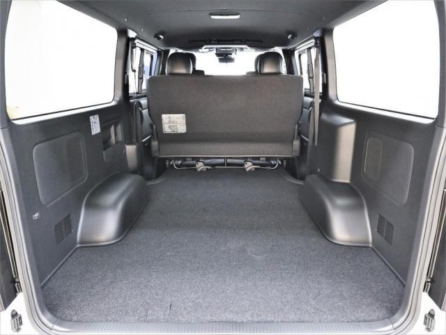ベッドキットを追加カスタムして車中泊仕様にも出来ちゃいます!