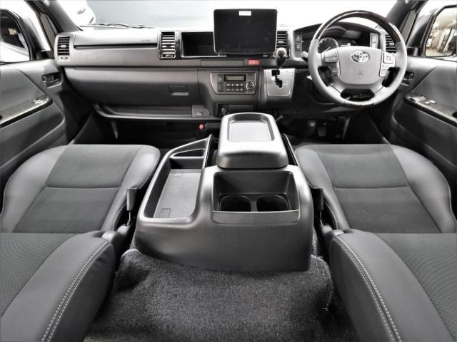 特別仕様車ならではの高級感のある内装となっております!