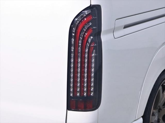 マルチロールトランスポータータイプII 寒冷地仕様 レガンスフルエアロ ヴァレンティヘッドライト 415コブラテールランプ サブモニター フリップダウンモニター 新品20インチアルミ 新品シートカバー(12枚目)