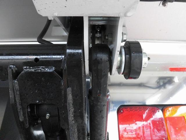 4tワイド 冷蔵冷凍車 低温 格納ゲート ベッド付 エアサス(15枚目)