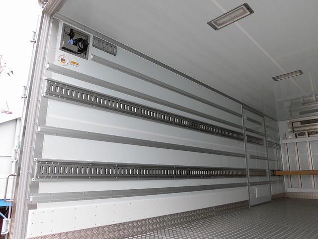4tワイド 冷蔵冷凍車 低温 格納ゲート ベッド付 エアサス(18枚目)