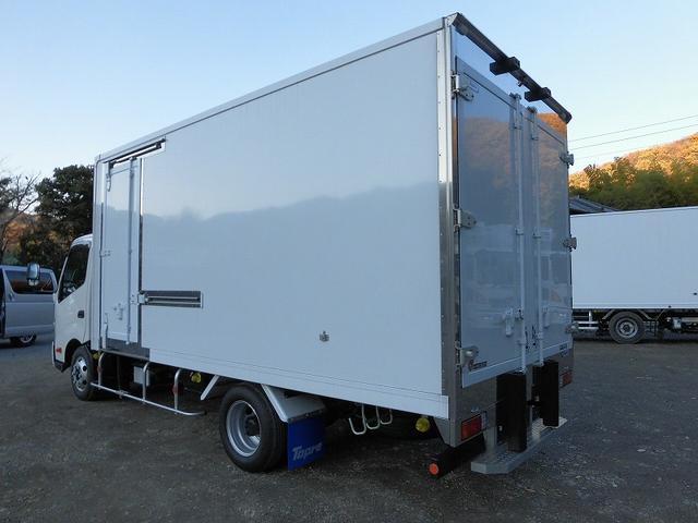 小型3tワイドロング冷蔵冷凍車 サイドドア 全低床 2室(9枚目)