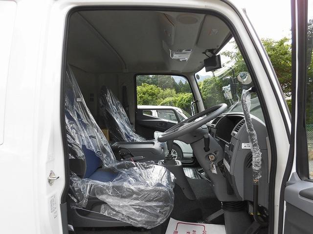 4tワイド冷蔵冷凍車低温ジョロダー4列サイドドアベッド付(9枚目)