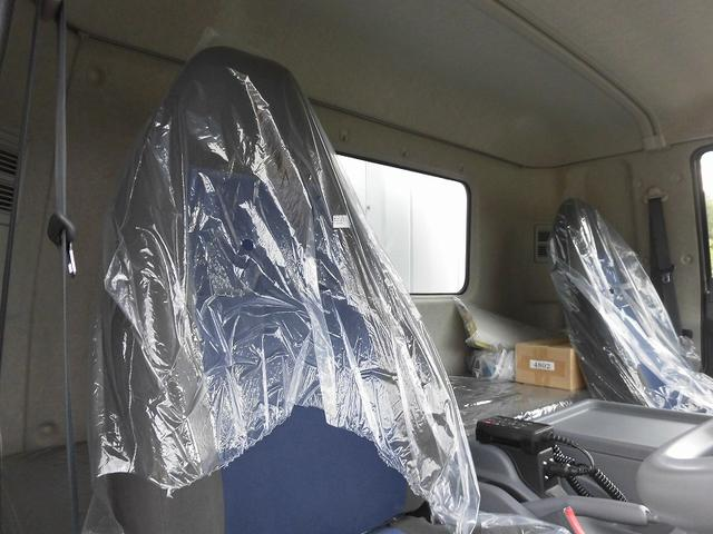4tワイド冷蔵冷凍車低温ジョロダー4列サイドドアベッド付(17枚目)
