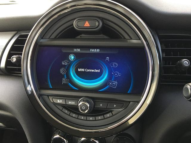 輸入車ディーラー採用のドライブレコーダーもお選び頂けます。万が一の事故の際のお守りとしていかがでしょうか?その他、様々なオプションもご用意しております。