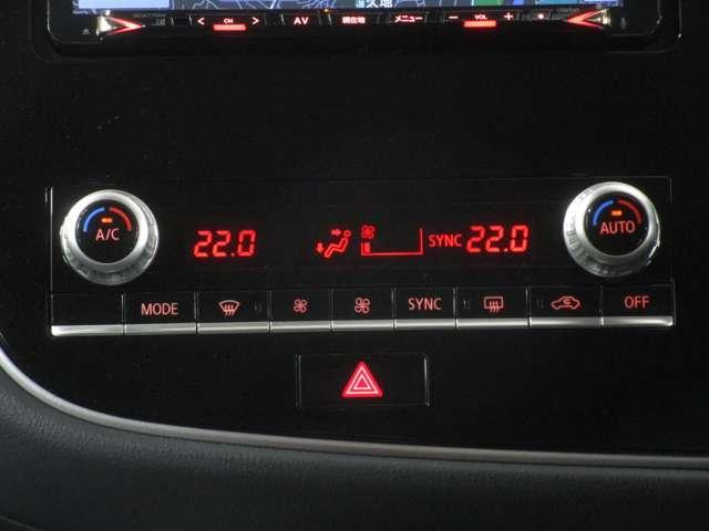 左右独立温度調整が出来るフルオートエアコンを装備。