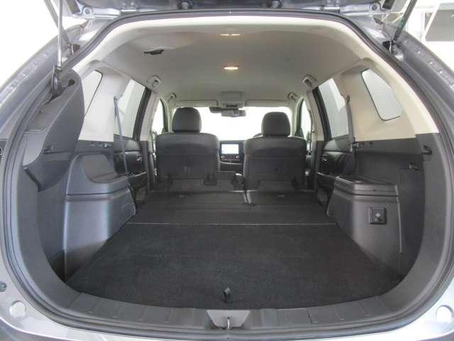 リヤシートを倒す事で荷室を広く使えます!