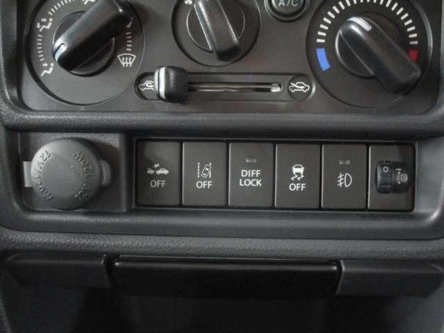 使いやすい位置に配置されたスイッチ類です!