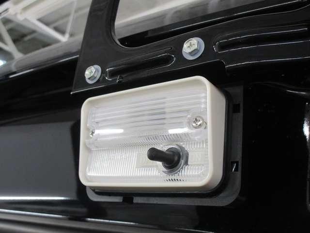 荷台鳥居部分に作業灯が装着されております。暗い場所での作業も安心です!
