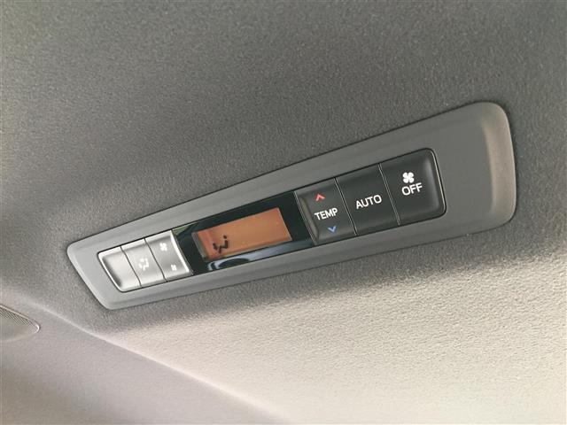 【 2列目オートエアコン 】後方のみ温度設定を変えることが可能となります