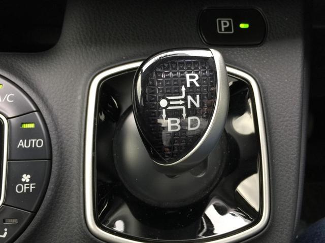 トヨタ ヴォクシー /ハイブリッドV両側自動  温冷シート  後席オートエアコン