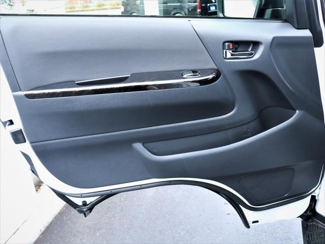 GL 重歩行フロア施工 高さ調整式ベッドキット EX16インチAW オープンカントリータイヤ 網戸 防虫ネット カロッツェリアSDナビ フルセグTV(32枚目)
